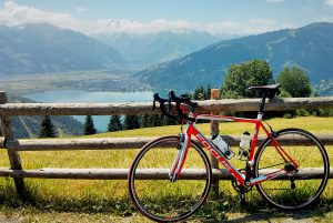 A wide selection of amazing cycling routes are waiting for you in Zell am See Kaprun. Magnificent views included!